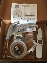 NEW Moen Bayside 42513 Kitchen Faucet Niles, 60714