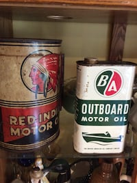 Gas and oil collectible cans red indian British American  Adjala-Tosorontio, L0M
