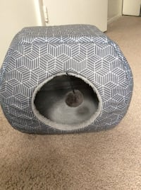Two way cat bed good condition