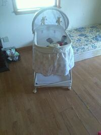 baby's white and gray basonette with music player Durant, 74701