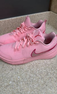 Women's Nike Shoes Lancaster, 93534