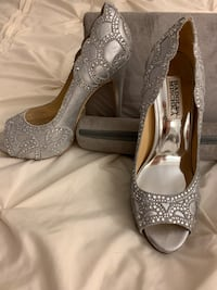 Silver Badgley Mischka Shoes Oakville, L6L 4X4