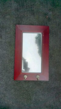 Mirror with 2 key holders