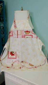 STRAWBERRY MOTIF HANDMADE APRON North Fort Myers, 33917