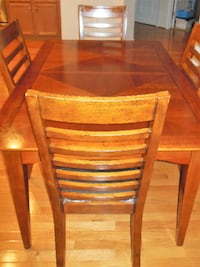 Dinning Room Table and 4 chairs Springfield