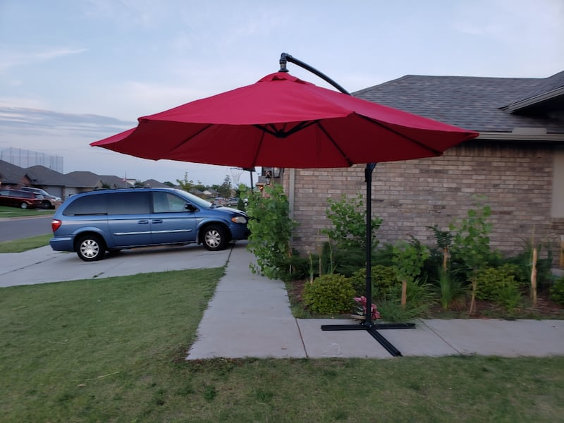 10 F Outdoor Umbrella With Metal Base  0
