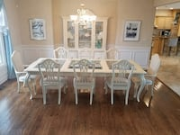 Stunning Thomasville Dining Room Table & Hutch Lemont, 60439