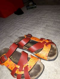 orange-and-black leather sandals St. Catharines, L2M 4G1