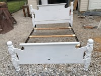 Distressed full size Broyhill bed Hanover, 17331