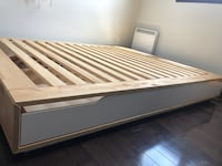 queen bed with 4 bottom drawers,