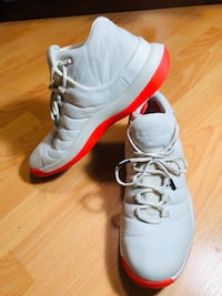 Jordan superfly size 11 North Vancouver, V7J 1S2