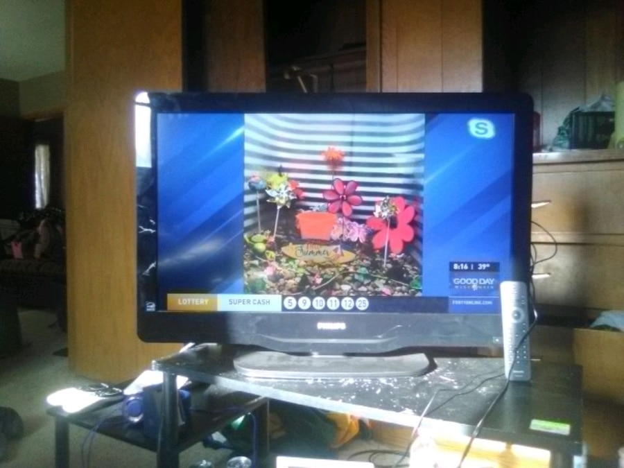 Photo 32' Phillips Flat Screen Tv For Sale Only/Firm Price/Pick Up Only