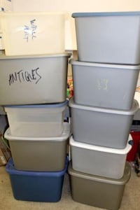 Group (6) plastic totes with lids - $5 each Columbus, 43211