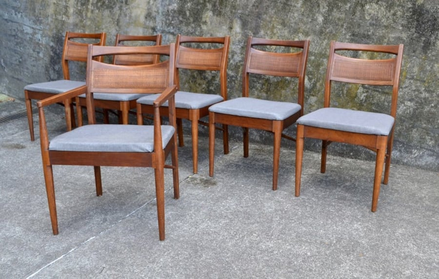 Mid Century American of Martinsville dining table 6 chairs/3 leaves 5e4f1e09-2892-4100-ba08-d27fb800ec10