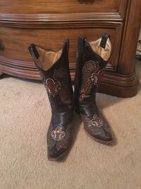 Pair of dark brown leather cowboy boots Buda, 78610