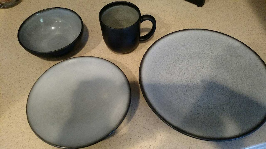 & Used Crate and Barrel Nuit 32 Pc Dinnerware Set in Grayson