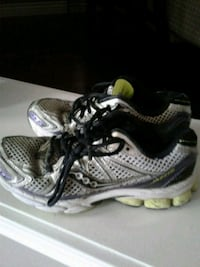 Running shoes size 7.5 Kitchener, N2K 4J7