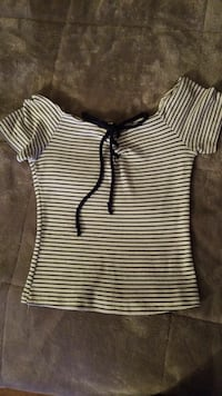 girl's black and white stripes scoop-neck top