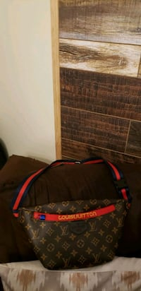 black and red duffel bag St. Louis, 63113