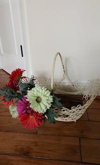 Wire basket & bundle of flowers. Can be used together or separately Chantilly, 20152