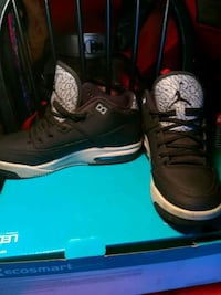 Pre-owned Youth Jordans size  6 Levittown