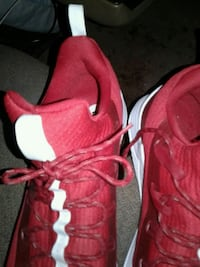 pair of red Nike basketball shoes Corpus Christi, 78413