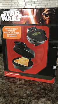 Black and red star wars darth vader waffle maker box Laval, H7G 0C9