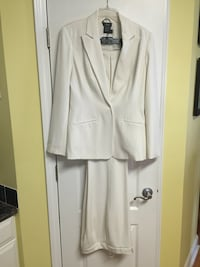 New Off White Suit. Size 10 From Boutique Europa. Like New, Great Condition Matthews, 28105