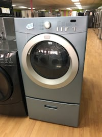 Frigidaire blue dryer with pedestal  47 km