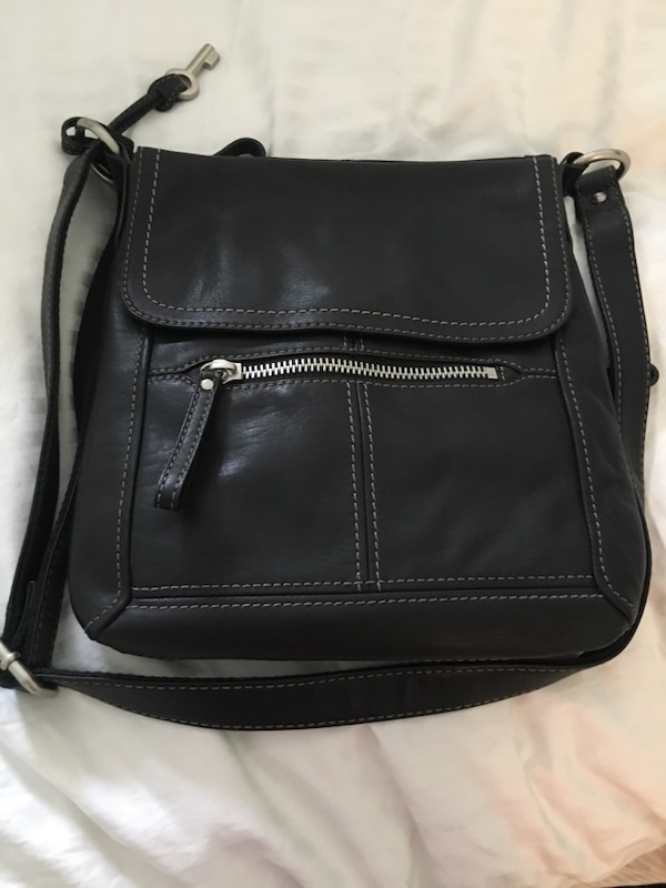 Used Fossil black leather shoulder bag for sale in Toronto - letgo 2ebb04663730f