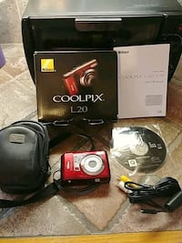 Nikon Coolpix L20 W/Case Original Box and Manual