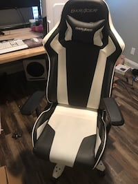 DX Racer Gaming Chair Omaha, 68135