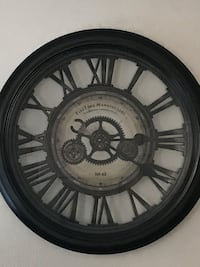 Wall clock battery operated