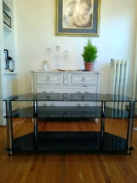 Beautiful black glass TV stand Saint Paul