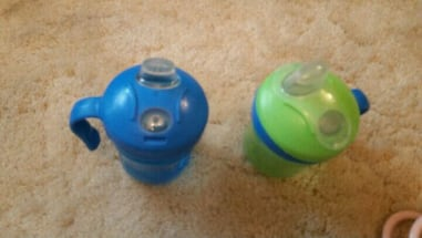 Sippy cups blue and green