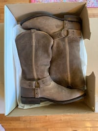 FRYE Boots womens size 9.5. Excellent condition  Clarksville, 37043