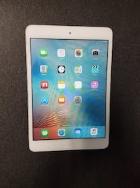 Very good condition iPad mini 1 silver 16gb with case Ottawa