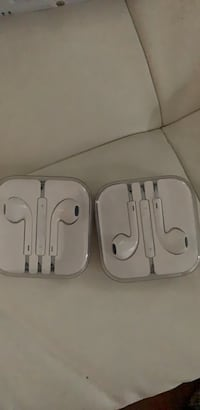 Apple earpods with case and box Greenport, 11944