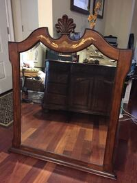 Dresser, matching mirror, large coffee table null