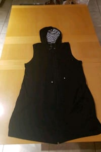 Zip up hooded vest with pockets size Large