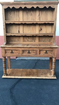 Wooden Hutch and Table Tempe, 85282