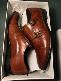 pair of brown leather dress shoes with box Montréal, H2K 3C2