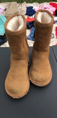 pair of brown suede boots Los Angeles, 90016