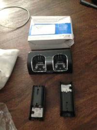 Wii Dual Charging Station w/ two rechargeable batteries 541 km
