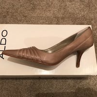 Pair of brown leather pointed-toe pumps Mount Airy, 21771