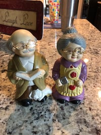 Ma and pa bobble head figurines Ocean Springs, 39564