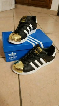 paio di sneakers adidas Superstar nere Settimo Torinese, 10036