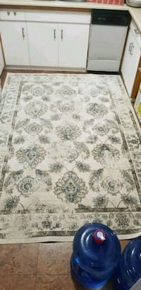 5.5ftx8ft soft area rug  3484 km