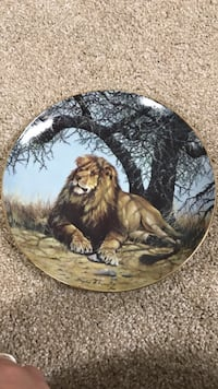 Lion printed ceramic decorative plate