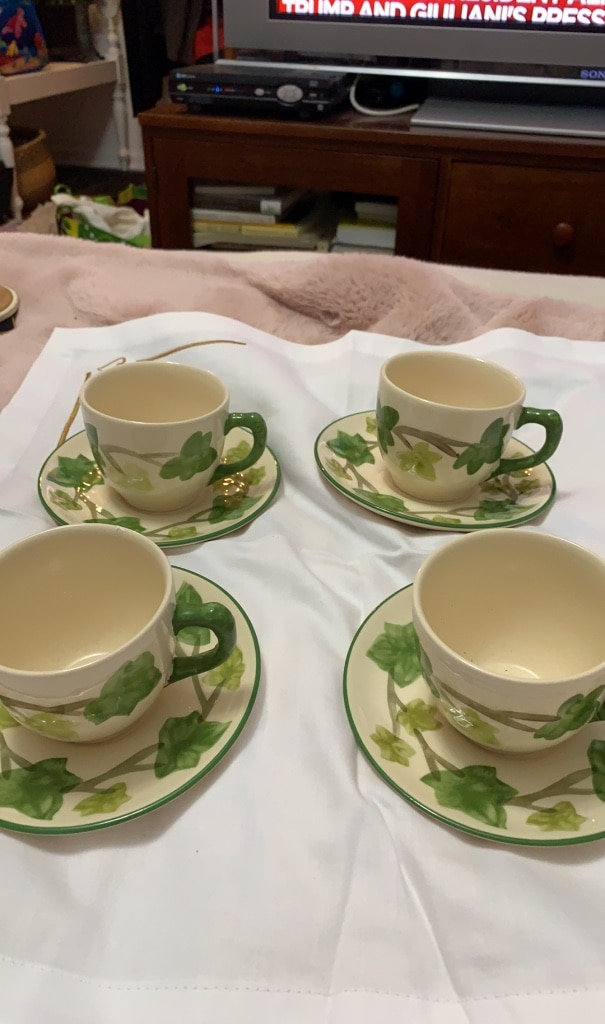 Photo Franciscan Ivy II Four Teacups and saucers